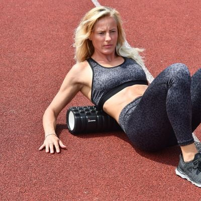 gladiator sports foam roller vrouw rollend