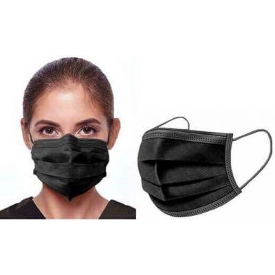 zwart mondkapje gedragen door vrouw