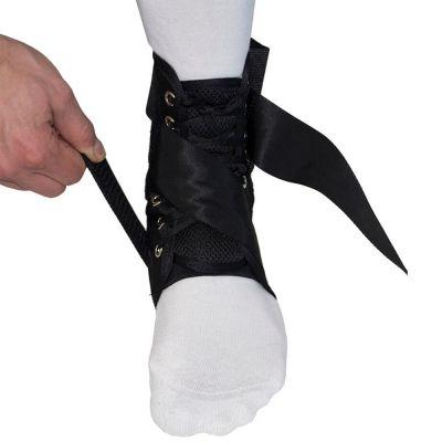 gladiator sports enkelbrace lichtgewicht met straps aantrek uitleg