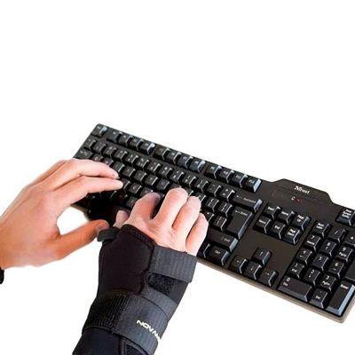 novamed duimbrace polsspalk in gebruik bij toetsenbord
