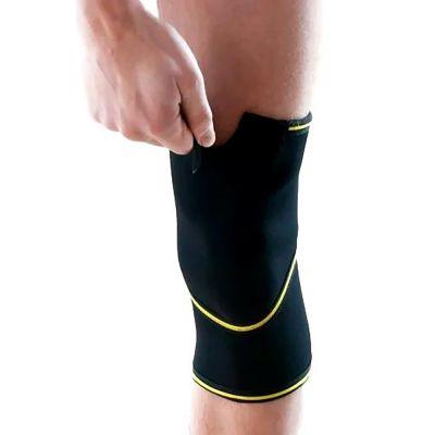novamed kniebrace met gesloten patella gedragen om rechterknie