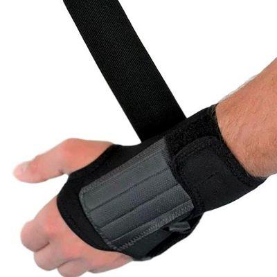 novamed lichtgewicht polsbrace beschikbaar in zwart en beige bovenkant van de brace