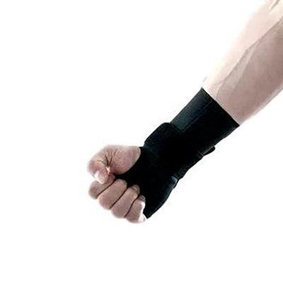 novamed polsbrace om rechterhand en pols