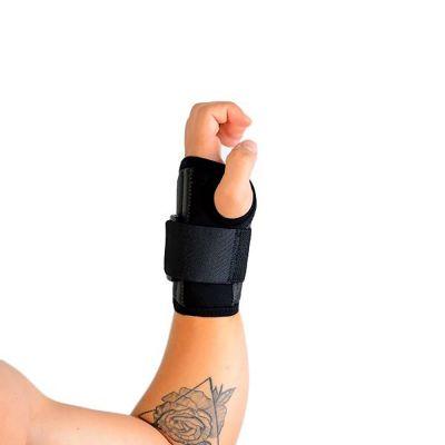 novamed polsbrace sport werk brace om linkerhand zijkant gefotografeerd