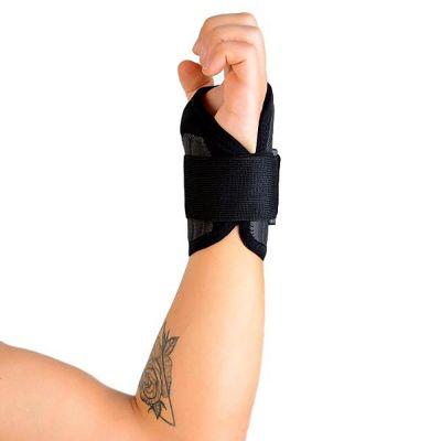 novamed polsbrace sport werk brace om rechterhand zijkant gefotografeerd
