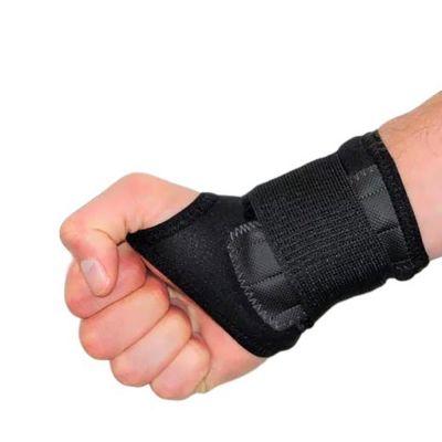 novamed polsbrace sport werk brace om rechterhand hand gesloten gefotografeerd
