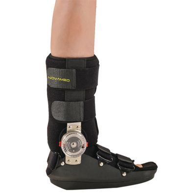 novamed rom walker voetbrace om rechtervoet gedragen