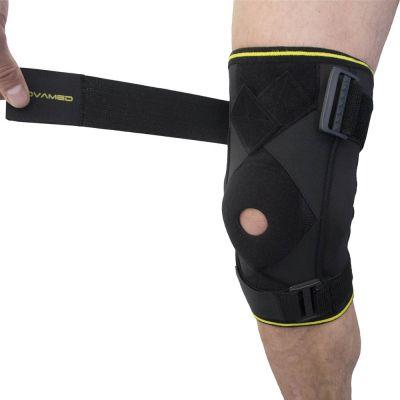 novamed scharnier kniebrace max met gekruiste banden klittenband strap losgetrokken