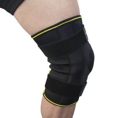 novamed scharnier kniebrace max met gekruiste banden foto vanaf de zijkant genomen