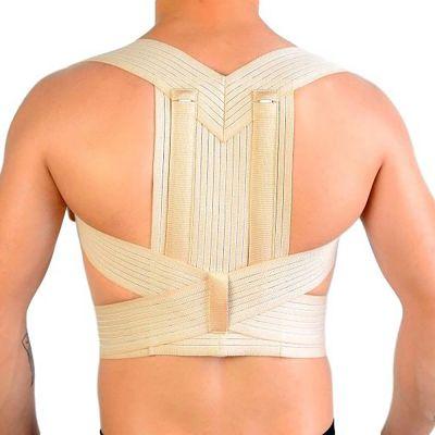 novamed ventilerende rugrechthouder houding corrector op ontblote rug uitgezoomd