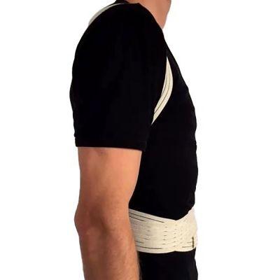 novamed ventilerende rugrechthouder houding corrector zijkant over shirt