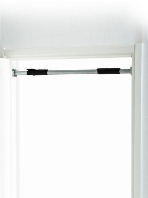 optrekstang geplaatst tussen een deur