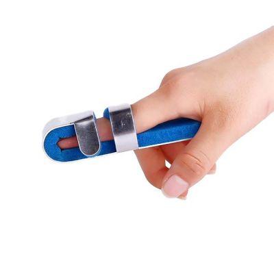 super ortho mallet finger vingerspalk om rechtervinger gedragen